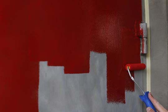 Чем и как покрасить входную металлическую дверь?