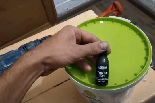 Как самостоятельно колеровать краску. Советы мастера. Видео