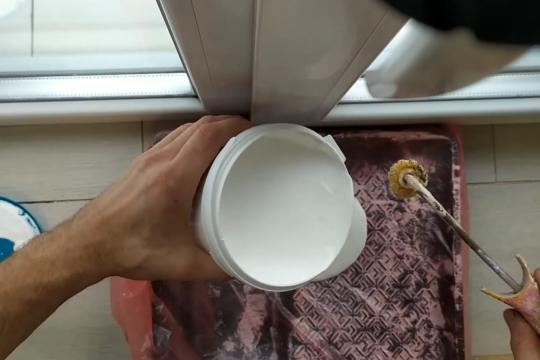 Чем и как лучше покрасить откосы на окнах в помещениях с повышенной влажностью. + Видео