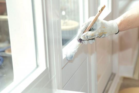 Чем красить деревянные поверхности в жилых помещениях? Разбираемся подробно